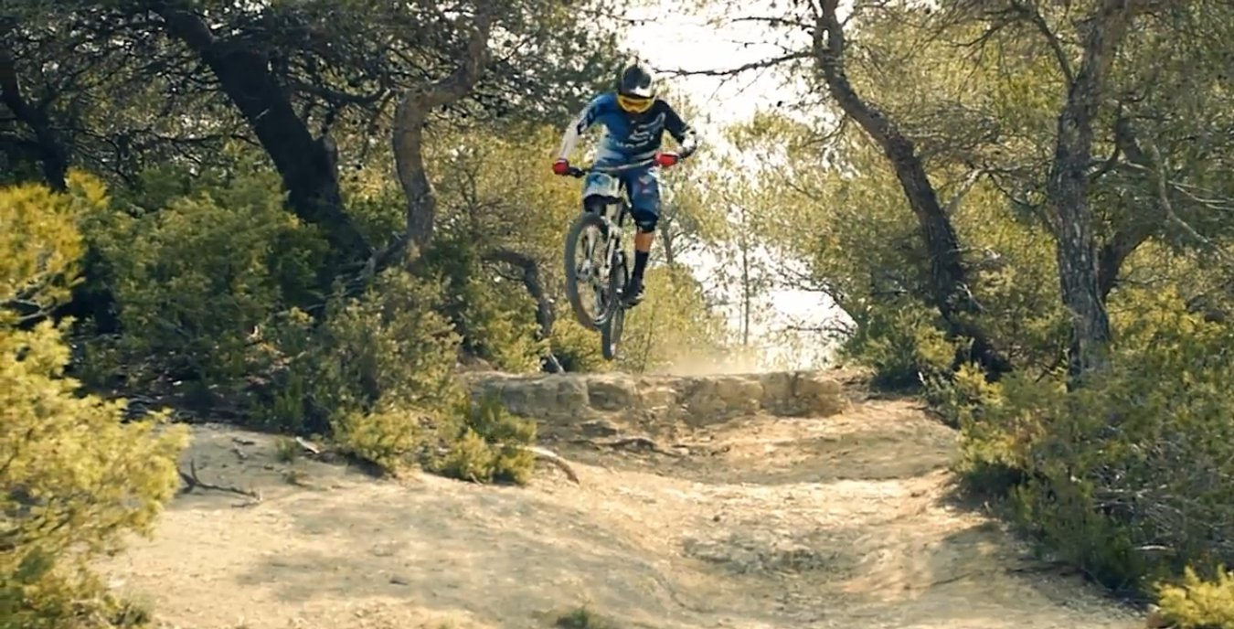 yoann_barelli_video_intro_2013_giant_riding