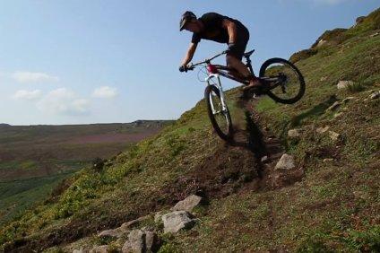 chris_akrigg_trial_trails_turn