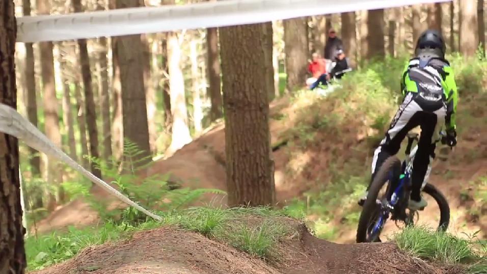 new_zealand_downhill_seriesdakine_2013_2014_napier_race