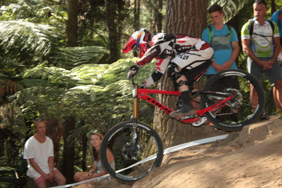 george_branningan_kiwi_downhill_champion_2014