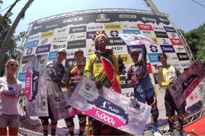 podium_city_downhill_world_tour_2014