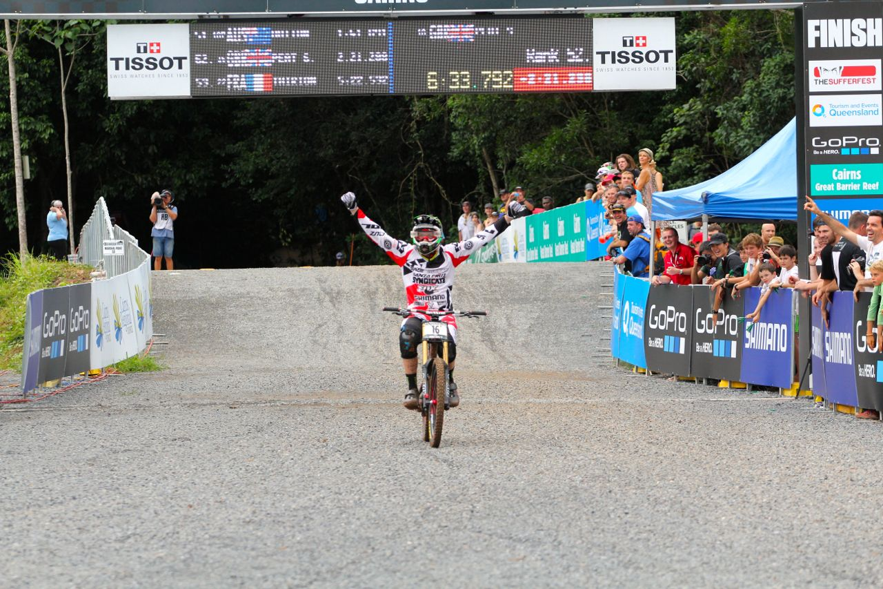santacruz_syndicate_cairns_wc_2_dh_steve_peat_finish