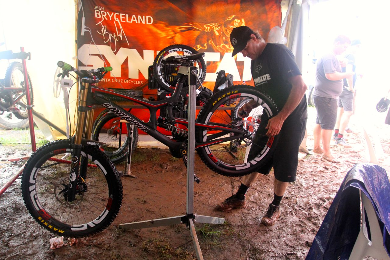 santacruz_syndicate_cairns_wc_2_dh_v10_2