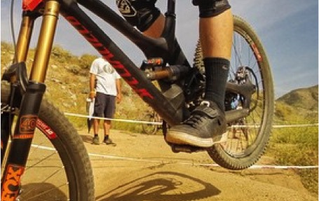 aaron_gwin_fontana_2015_specialized_fox