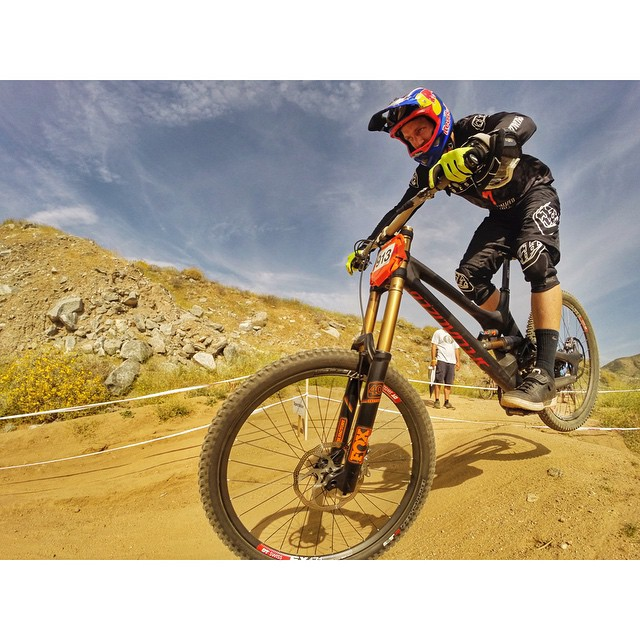 aaron_gwin_fontana_2015_specialized_fox_2