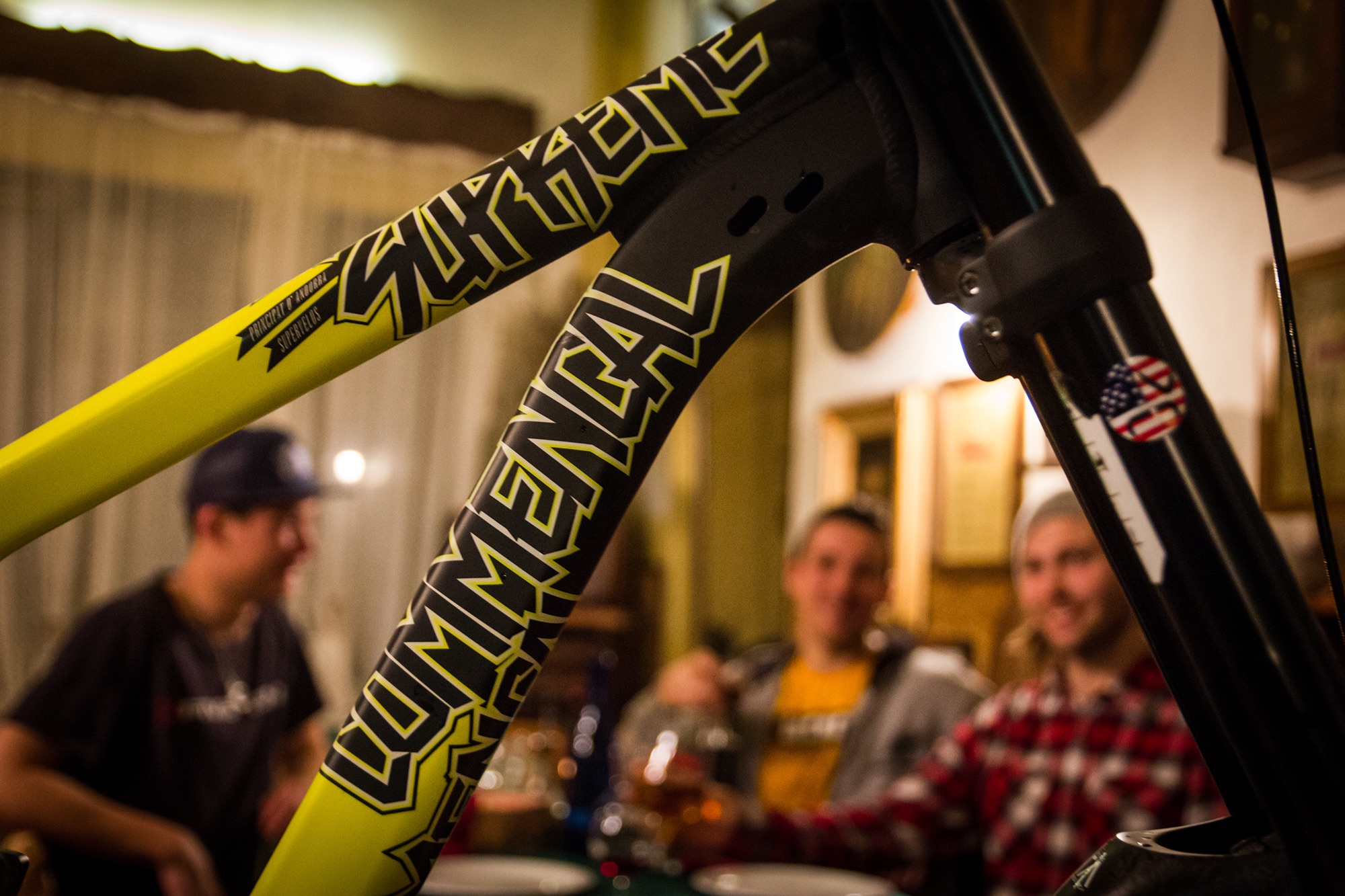 team_has_commencal_downhill_lorenzo_suding_oscar_harnstrom