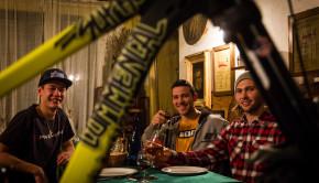 team_has_commencal_downhill_lorenzo_suding_oscar_harnstrom_1