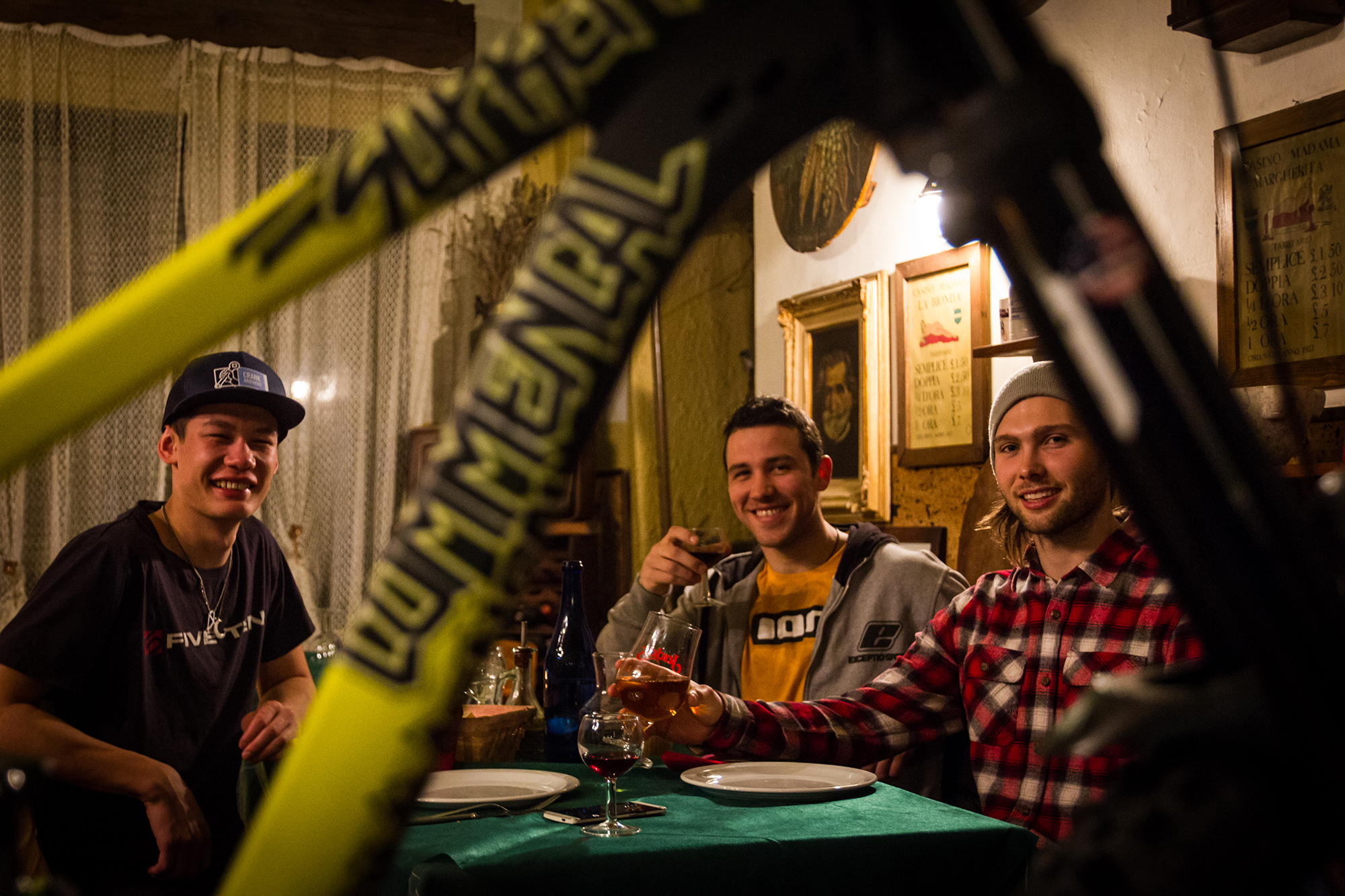 team_has_commencal_downhill_lorenzo_suding_oscar_harnstrom_1