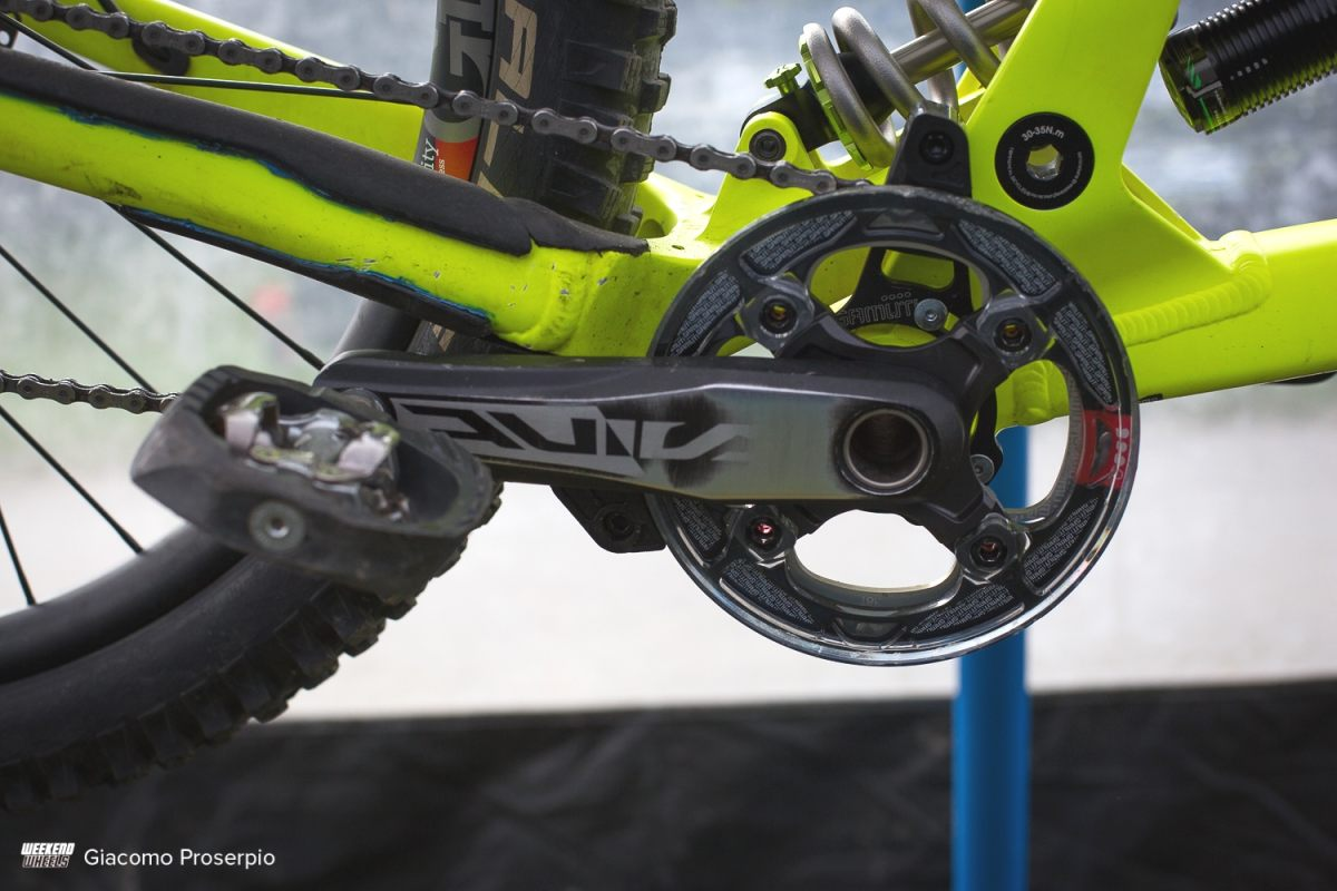 commencal_supreme_dh_oscar_harnstrom_12